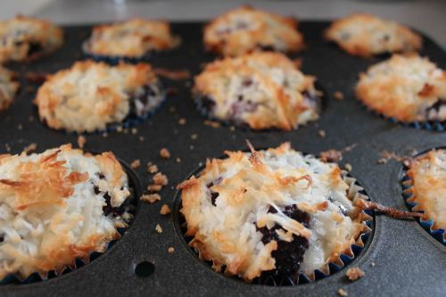 blackberry macaroon tart muffins 8